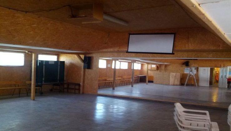 Edzőtábor - Balatonakali Ifjúsági Tábor - tülrös terem