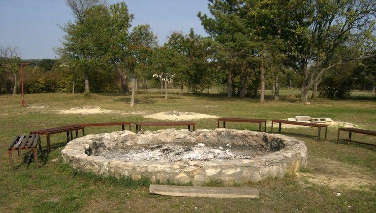 Edzőtábor - Balatonakali Ifjúsági Tábor - tűzrakóhely