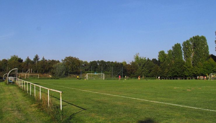 Edzőtábor - Balatonkenese Ifjúsági Hotel - Futballpálya