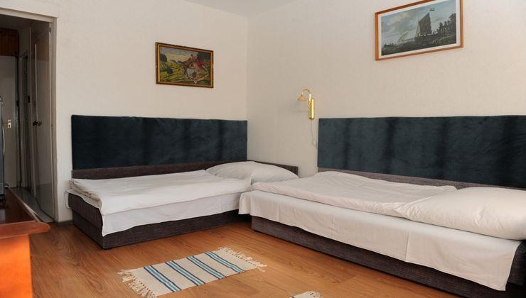 Edzőtábor - Balatonkenese Ifjúsági Hotel - Szállás