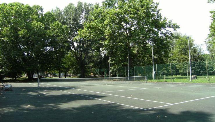 Edzőtábor - Balatonkenese Ifjúsági Hotel - Teniszpálya