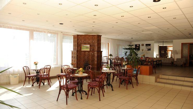 Edzőtábor - Balatonkenese Ifjúsági Hotel - aula 2