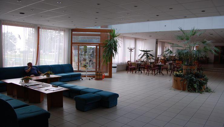 Edzőtábor - Balatonkenese Ifjúsági Hotel - aula