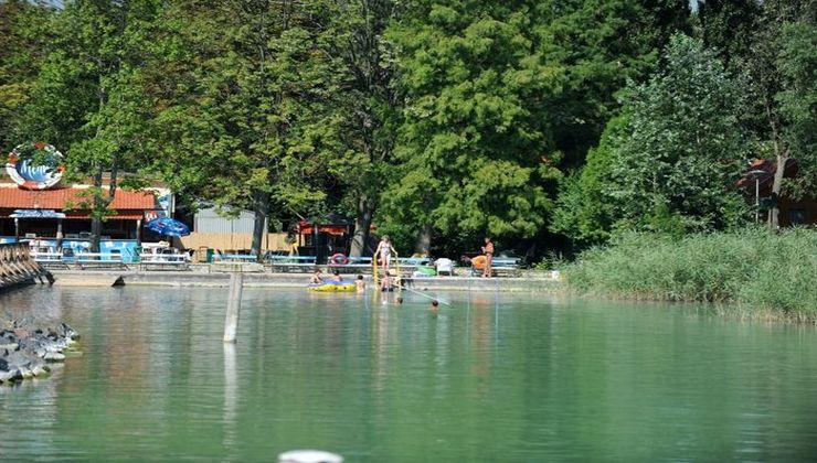 Edzőtábor - Balatonkenese Ifjúsági Hotel - saját strand