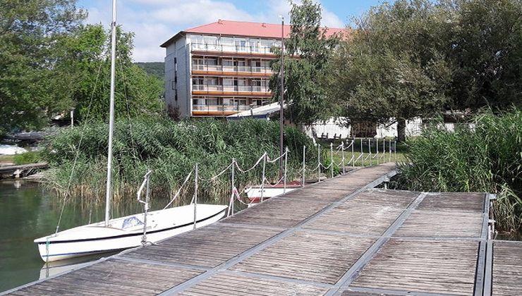 Edzőtábor - Révfülöp Ifjúsági Hotel - Napozóstég