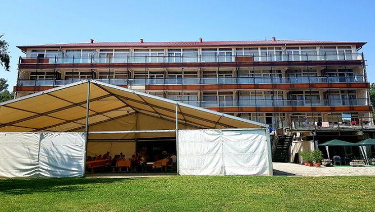 Edzőtábor - Révfülöp Ifjúsági Hotel - Rendezvénysátor