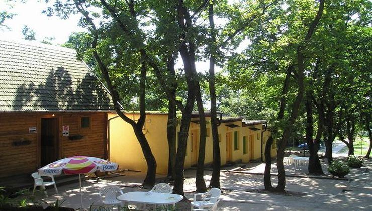 Edzőtábor - Balatonrendes-Pálköve Ifjúsági Tábor - Kőépületek