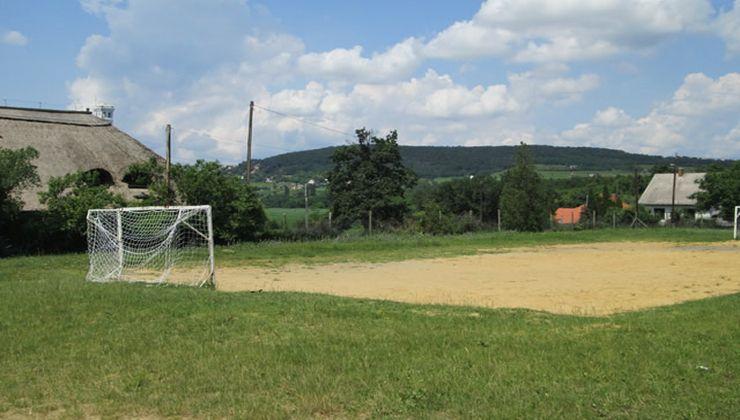 Edzőtábor - Balatonrendes-Pálköve Ifjúsági Tábor - homokos focipálya