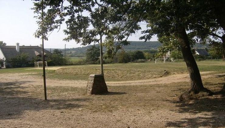 Edzőtábor - Balatonrendes-Pálköve Ifjúsági Tábor - udvar
