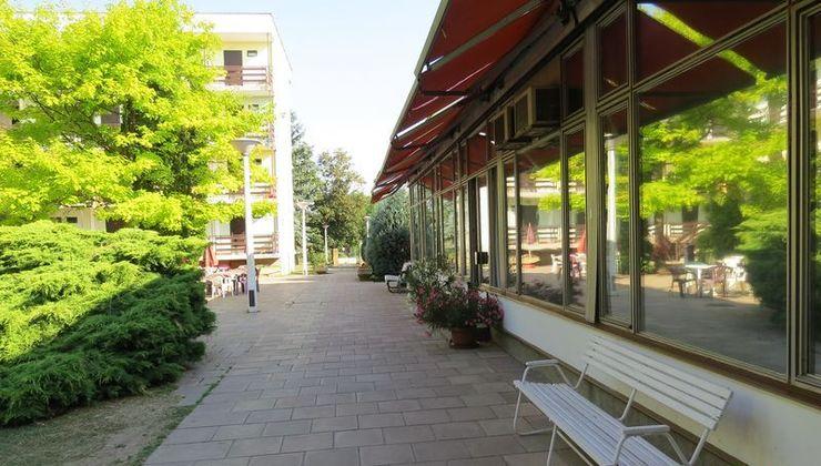 Edzőtábor - Balatonszárszó Ifjúsági Hotel és Tábor - ebédlő