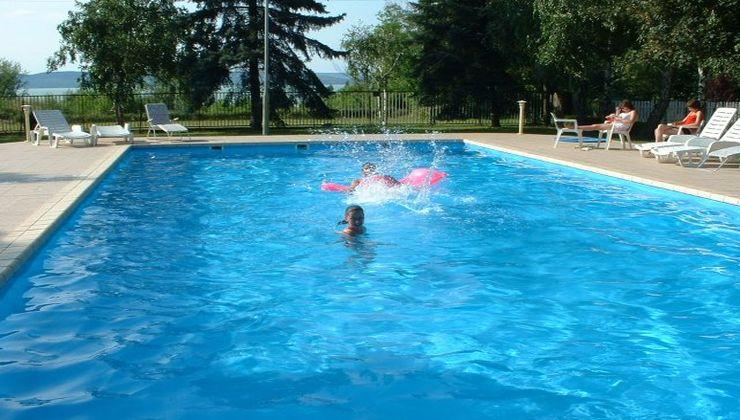 Edzőtábor - Balatonszárszó Ifjúsági Hotel és Tábor - medence 2