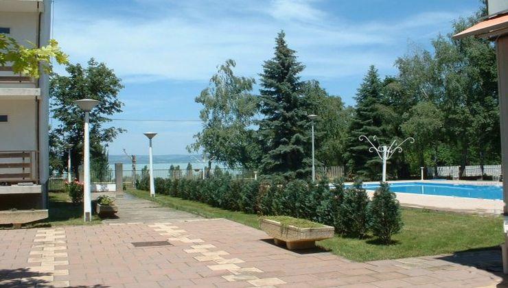 Edzőtábor - Balatonszárszó Ifjúsági Hotel és Tábor - udvar rész 4