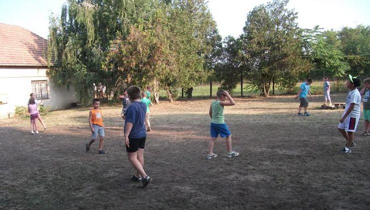 Edzőtábor - Kőröshegy-A Tábor - udvar