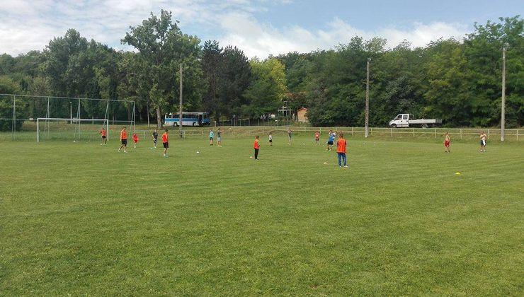 Edzőtábor - Kőröshegy-B Tábor - Futballpálya
