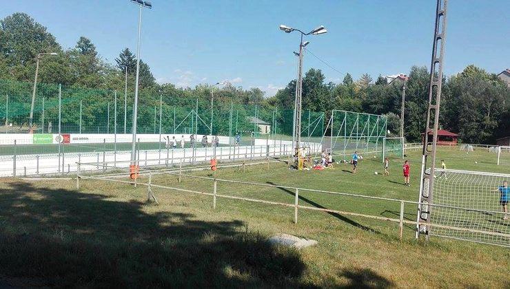 Edzőtábor - Kőröshegy-B Tábor - műfüves pálya