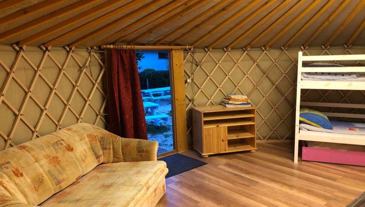 Edzőtábor, Pálköve Apartman Tábor - jurta belső 2