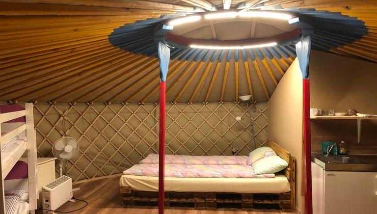 Edzőtábor, Pálköve Apartman Tábor - jurta belső