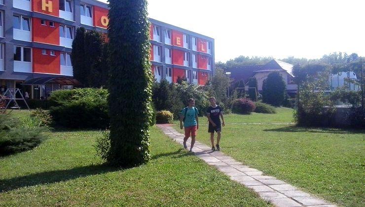 Edzőtábor - Siófok Ifjúsági Hotel - Tábor - udvar