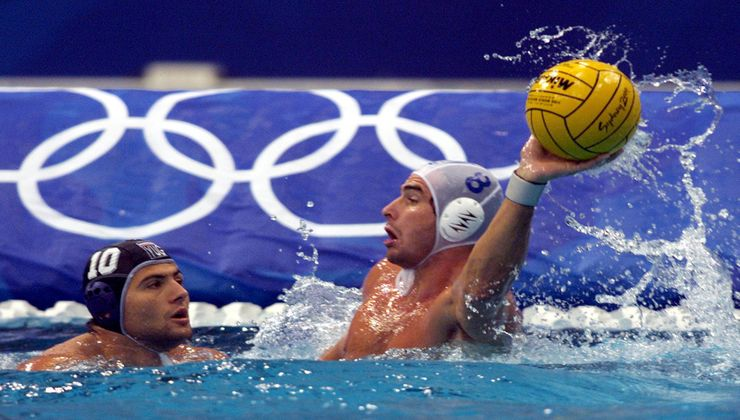 Hungary's Tibor Benedek (R) prepares to throw the ball beside Yugoslavia's Aleksandar Sapic during the men's semifinal water polo match at the Olympic Games in Sydney September 30, 2000.  BY/HB - RP2DRIADUMAA