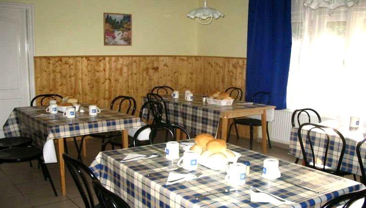 Edzőtábor helyszín - Balatonvilágos Panzió és Tábor - étkező