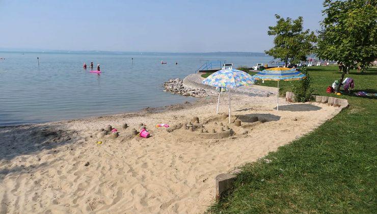 Edzőtábor helyszín - Balatonvilágos Panzió és Tábor - strand
