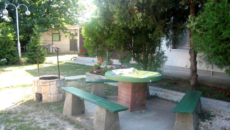 Edzőtábor helyszín - Balatonvilágos Panzió és Tábor - udvar 2