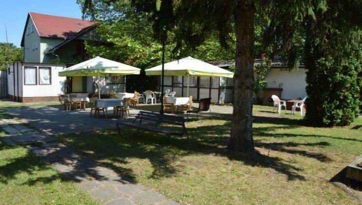 Edzőtábor helyszín - Zamárdi Üdülő és Tábor - udvar