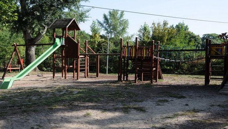 Edzőtábor, tábor - Velence Ifjúsági Tábor játszótér 2