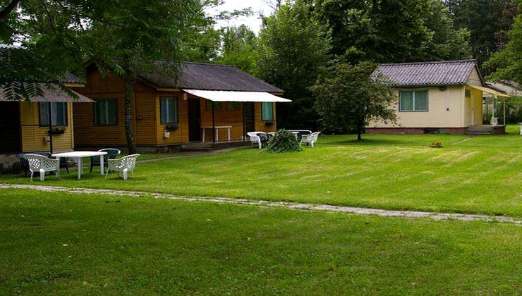 Edzőtábor, táborhely - Pilismarót Ifjúsági Tábor - Faházak