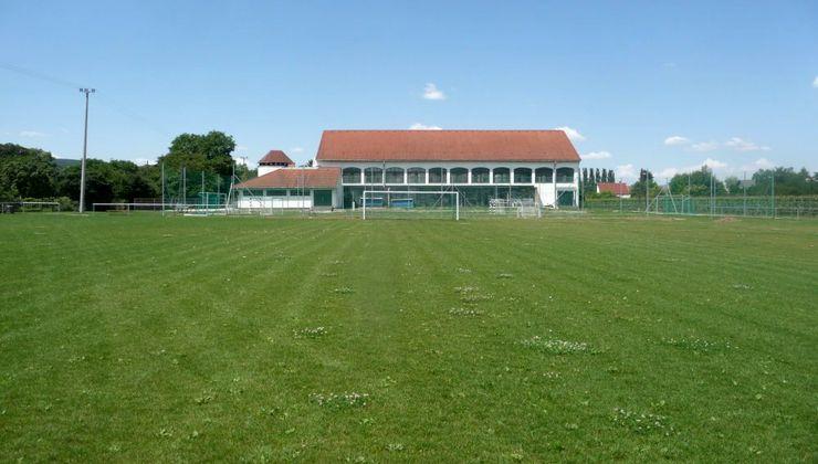 Edzőtábor, táborhely - Pilismarót Ifjúsági Tábor - Futballpálya