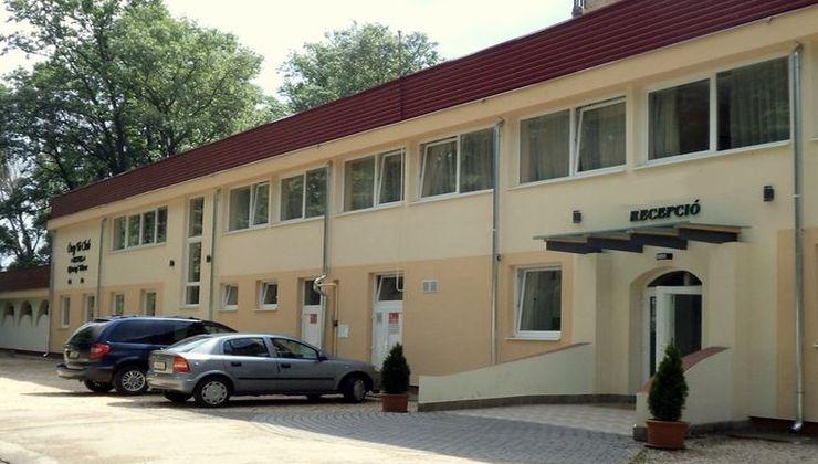 Edzőtábor, táborhely - Tata Hotel és Ifjúsági Tábor 2