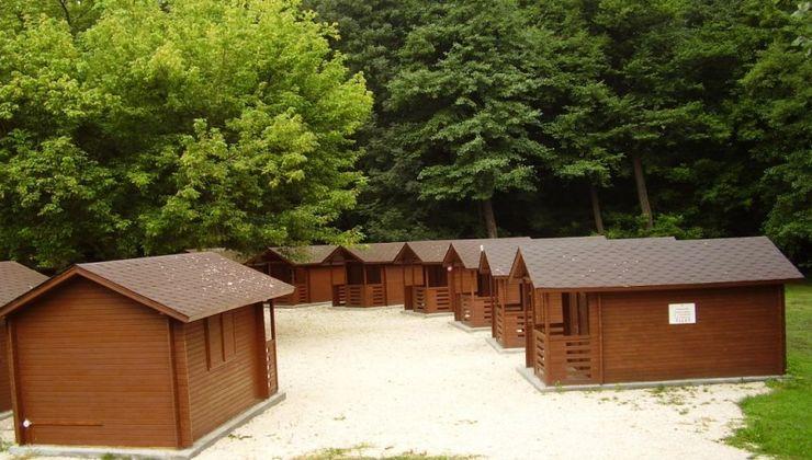 Edzőtábor, táborhely - Tata Hotel és Ifjúsági Tábor - Faházak 2