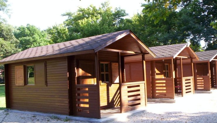 Edzőtábor, táborhely - Tata Hotel és Ifjúsági Tábor - Faházak