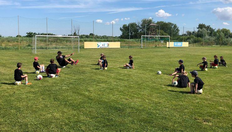 Edzőtábor, táborhely - Tata Hotel és Ifjúsági Tábor - Futballpálya, edzőpálya