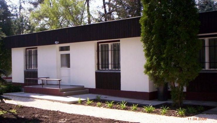 Edzőtábor, táborhely - Tata Hotel és Ifjúsági Tábor - Kőházak 2