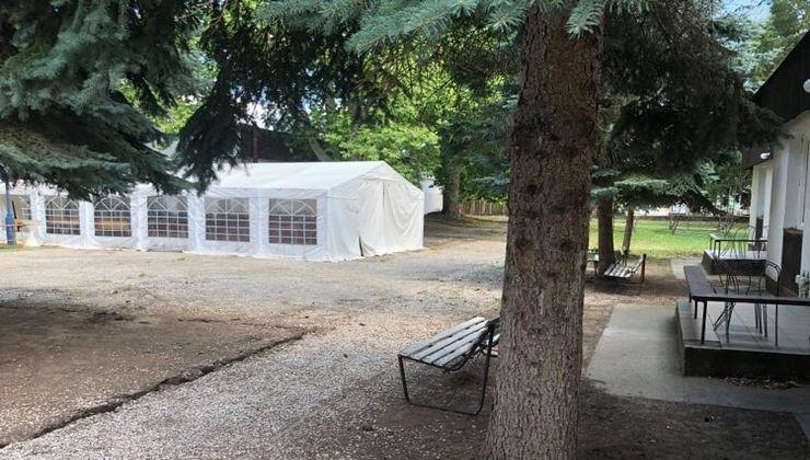 Edzőtábor, táborhely - Tata Hotel és Ifjúsági Tábor - udvar 2