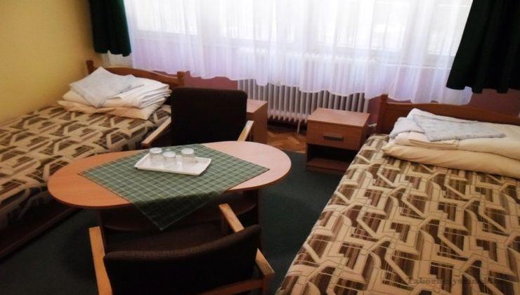 Edzőtábor, táborhely - Tata Ifjúsági Tábor - Szállás
