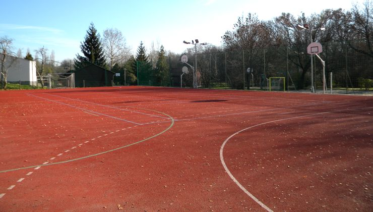 Edzőtábor, táborhely - Velence Ifjúsági Tábor - rekortán sportpálya