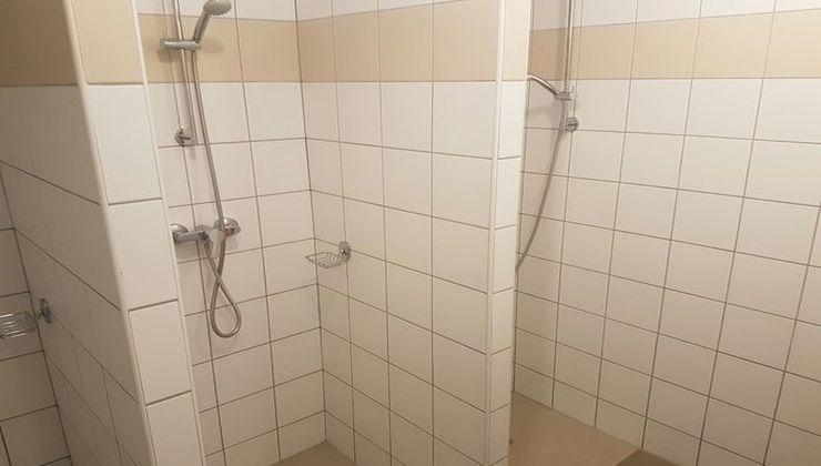 Edzőtábor, táborhely - Velence Ifjúsági Tábor - zuhanyzók