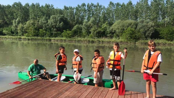 Edzőtábor, táborhelyszín - Dunaszeg Ifjúsági Tábor - kajakozás