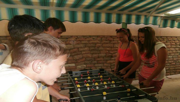 Edzőtábor - Bogács Ifjúsági Tábor - csocsó