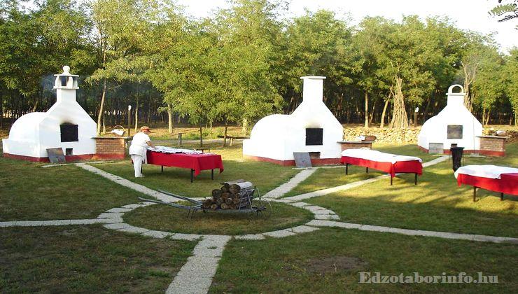 Edzőtábor - Csemő Ifjúsági Tábor - Kemencék