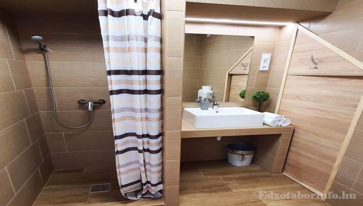 Edzőtábor - Csemő Ifjúsági Tábor - Szállás fürdőszoba