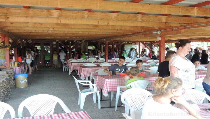 Edzőtábor - Csemő Ifjúsági Tábor - Terasz