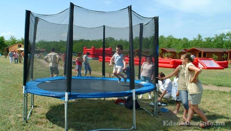 Edzőtábor - Csemő Ifjúsági Tábor - Udvar 4