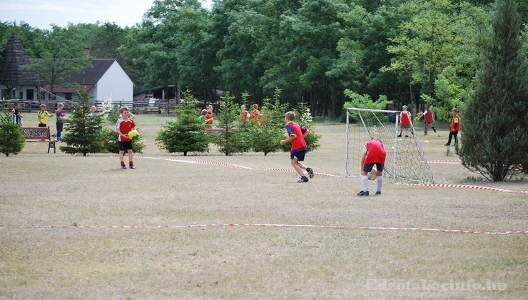 Edzőtábor - Csemő Ifjúsági Tábor - Udvar 5