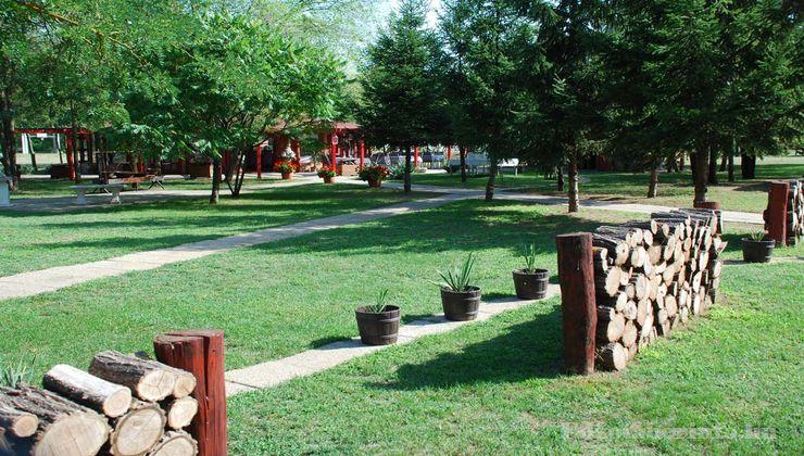 Edzőtábor - Csemő Ifjúsági Tábor - Udvar