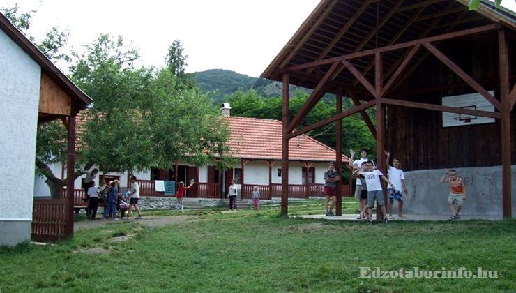 Edzőtábor - Pusztafalu Ifjúsági Tábor - Kosárpalánk