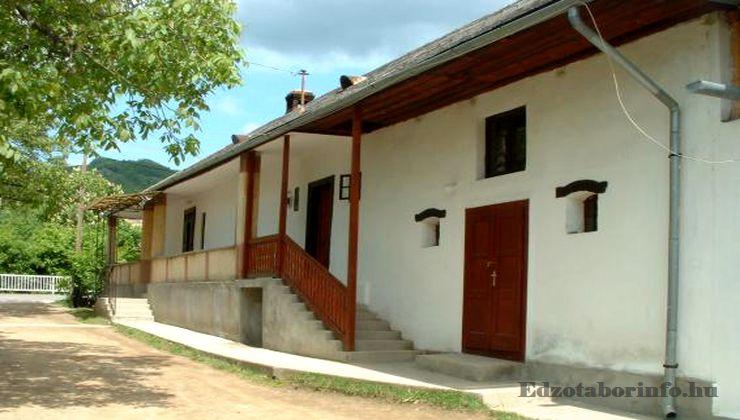 Edzőtábor - Pusztafalu Ifjúsági Tábor - Szállásépület 3
