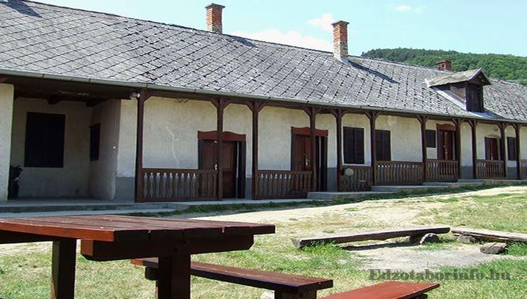 Edzőtábor - Pusztafalu Ifjúsági Tábor - Szállásépület 4